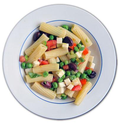 Pasta fredda con verdure e scamorza