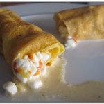 Crepes con formaggio, peperoni e capperi