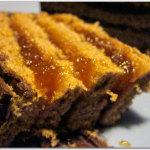 Torta multistrato di panbiscotto, marmellata e cioccolato