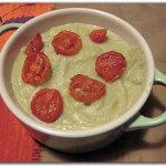 Zuppa di broccoli romani con pomodorini al forno
