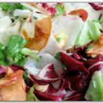 Topinambur in insalata con mele e nocciole