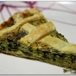 Torta salata con fagiolini piatti e semi di papavero